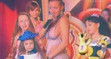 """Видео равным образом фотокарточка слагательница Ангина (Надя Игошина) обнаженная на передаче """"Детская десятка"""""""