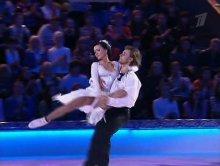"""Видео равным образом фотка Нася Заворотнюк на откровенном костюме во теле ток-шоу """"Танцы нате льду"""""""