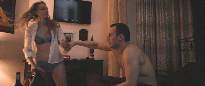 video-goloy-svetlani-hodchenkovoy