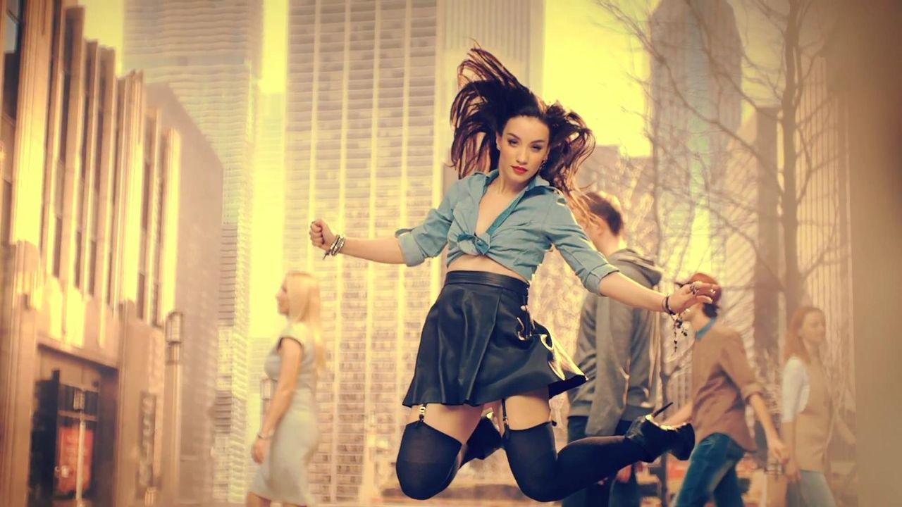 Смотреть в онлайн бесплатно клипы известных российских певиц только в мини юбках 16 фотография