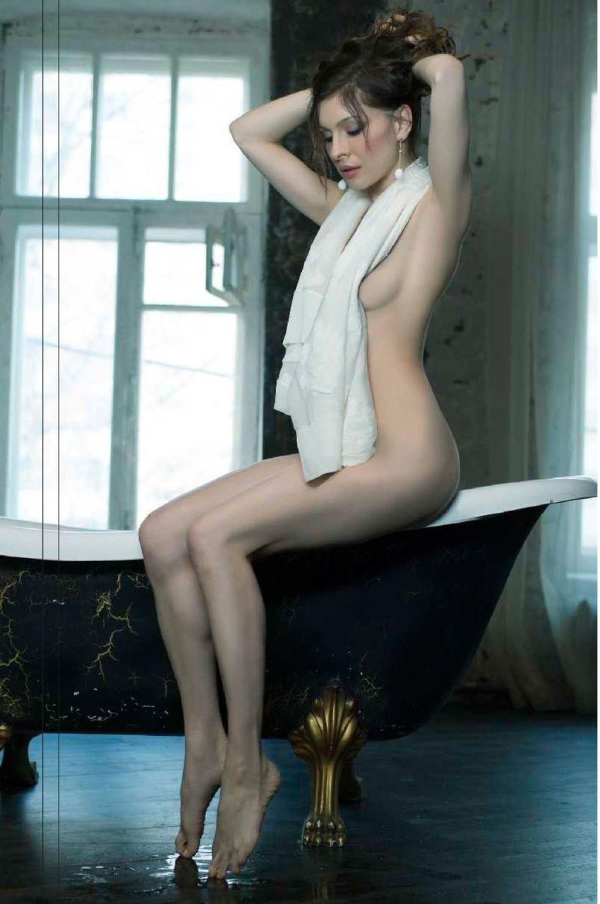 porno-foto-golaya-elena-podkaminskaya