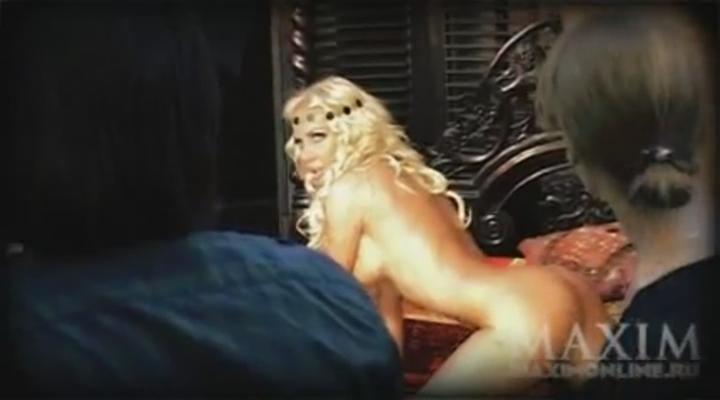 domashnee-porno-video-podruzhki-prinimayut-dush