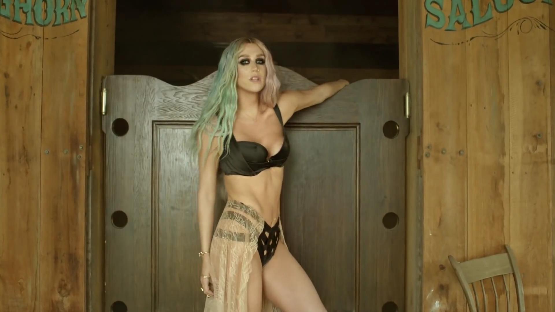 Клип Pitbull ft. Kesha – Timber смотреть онлайн