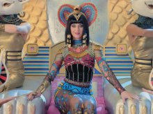 Katy Perry ft. Juicy J – Dark Horse