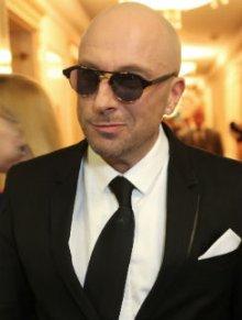 Дмитрий Нагиев объяснил, почему не снимает очки
