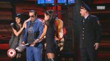 """Видео равным образом фото сексуальная Муся Кравец во коротком миди во стриптиз-шоу """"Comedy Club"""""""