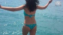 Видео да отпечаток Настя Каменских во купальнике на своем видео блоге