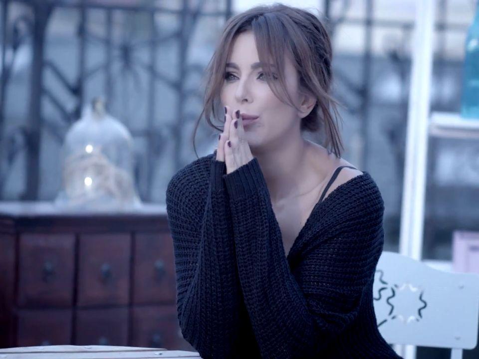Слушайте бесплатно Ани Лорак - Осенняя Любовь в хорошем качестве...
