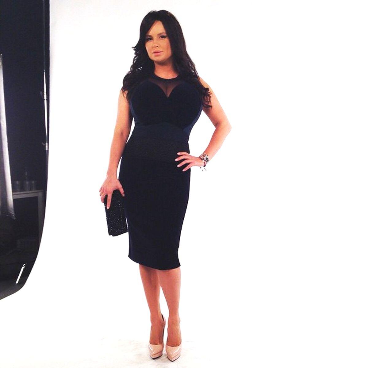 Фото анна семенович в черном платье