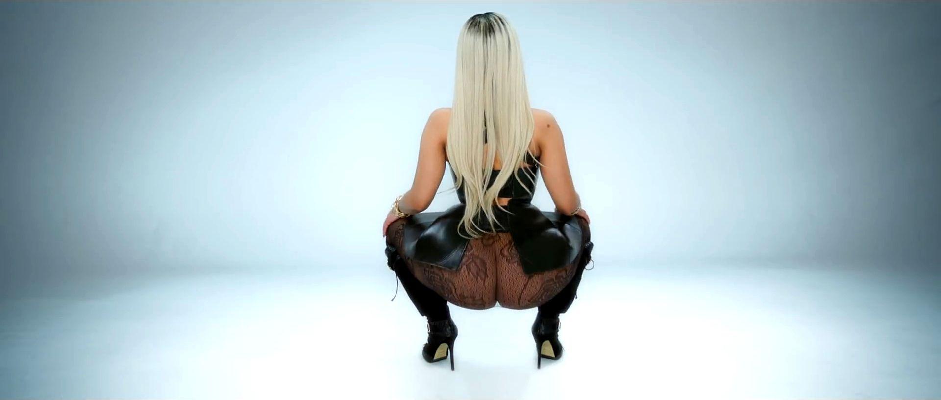 Голая Алина Гросу показала свою большую грудь и не только!