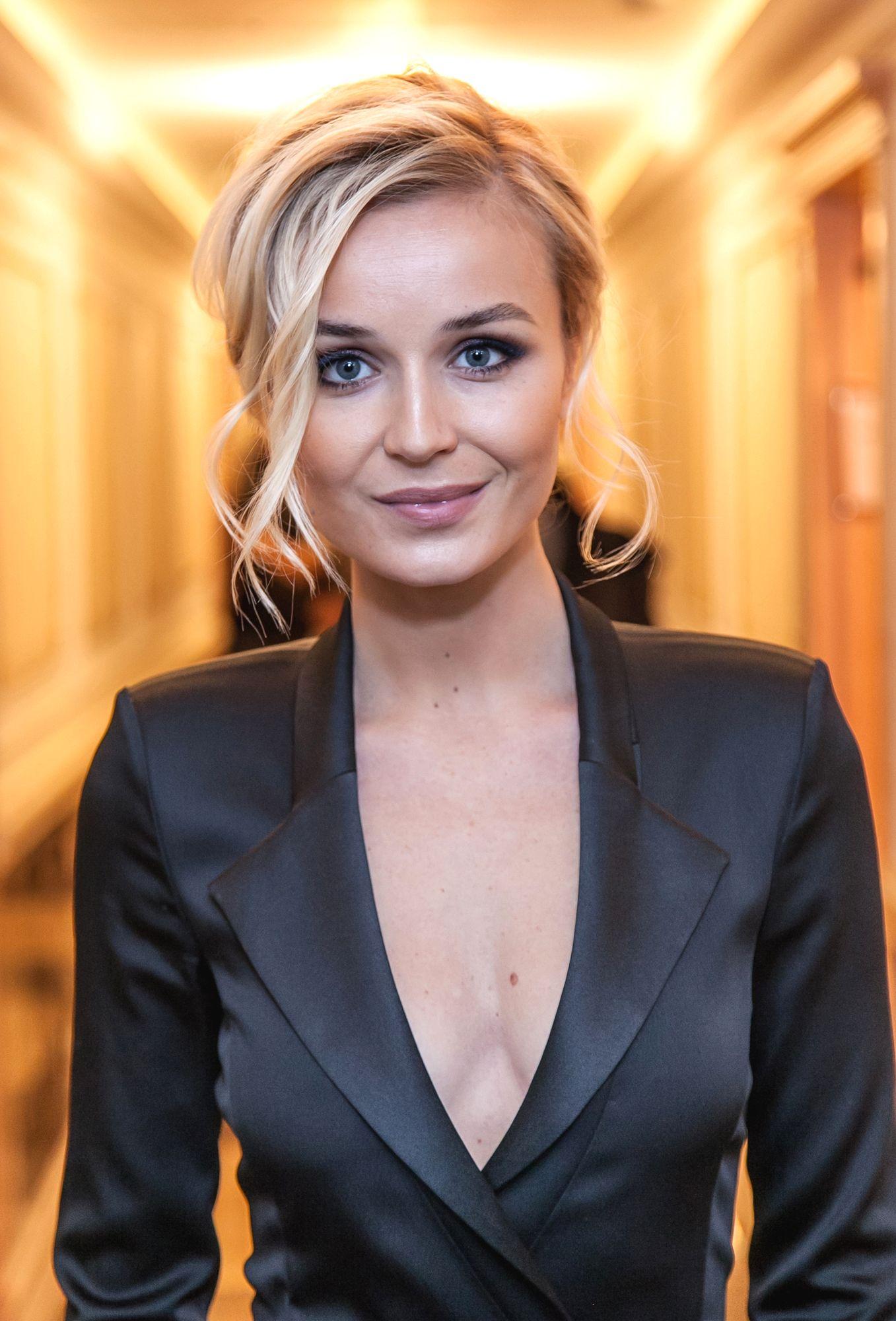 модные платья с вышивкой 2018 фото