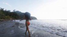 Видео равно позитив гейша плачущий на купальнике получай море
